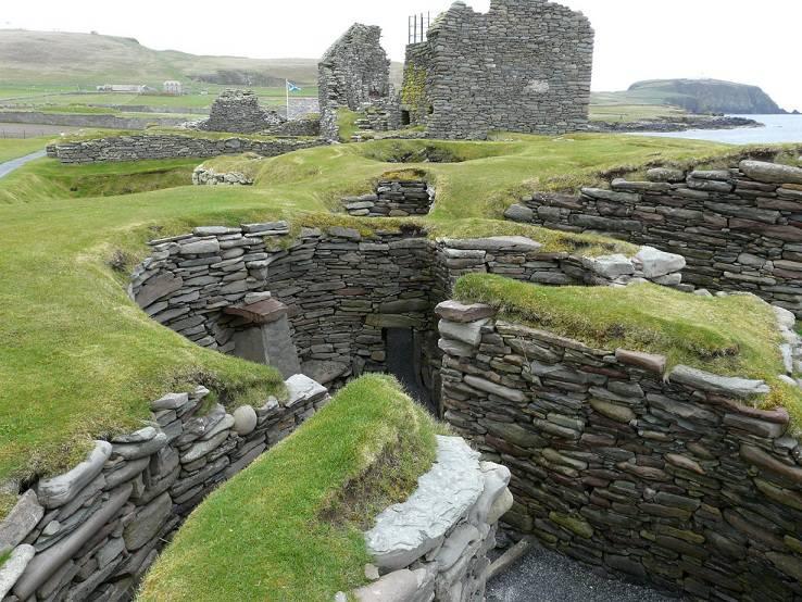Bijgebouwen van een 'wheelhouse' Haard in het midden van een 'wheelhouse'