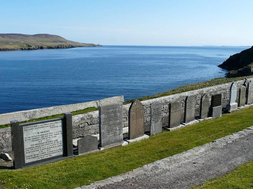 Graven van omgekomen vissers op het kerkhof van Lerwick